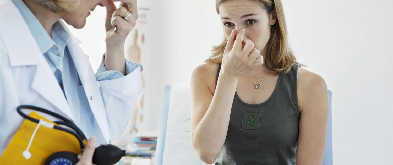 patient bij vrouwelijke arts